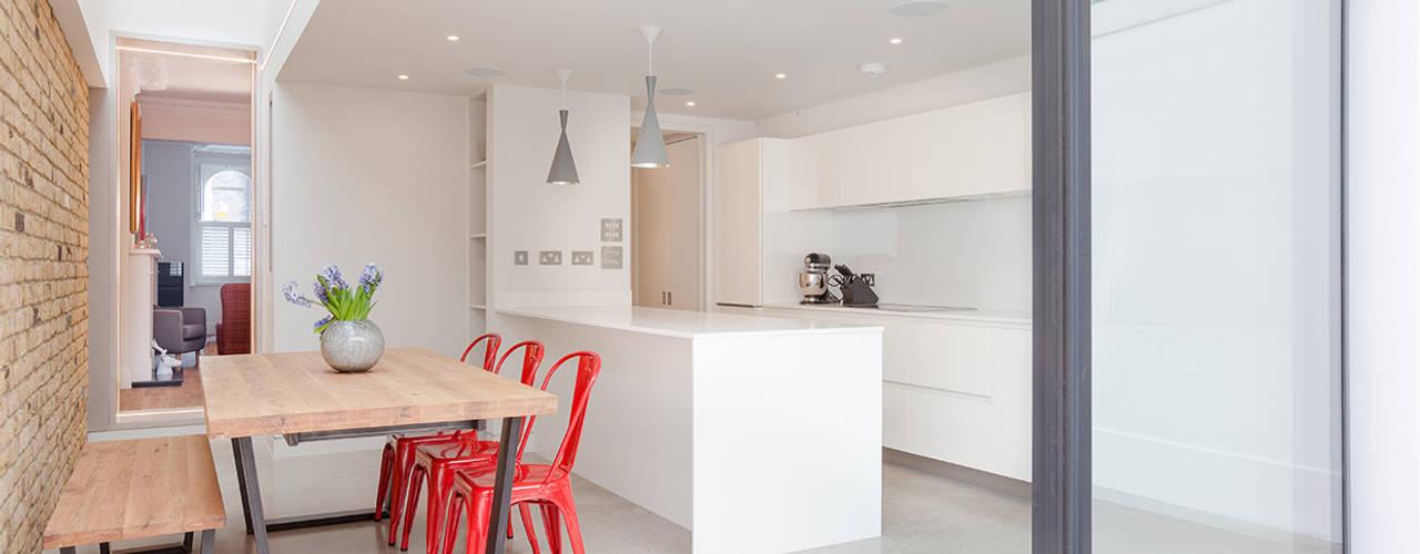Another Brick in the Wall, 2015 Кухня в стиле минимализм от TAS Architects Минимализм