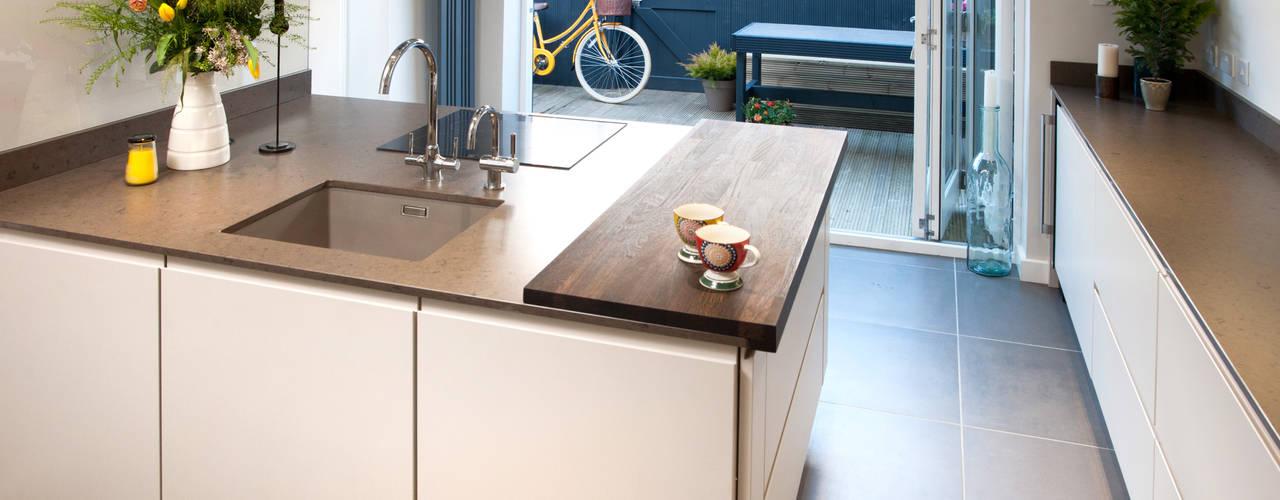 Oaklands Кухня в стиле модерн от Haus12 Interiors Модерн