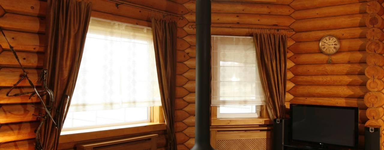 Дом из сруба, Ново-Рижское шоссе: Гостиная в . Автор – Amazing Studio Светланы Панариной