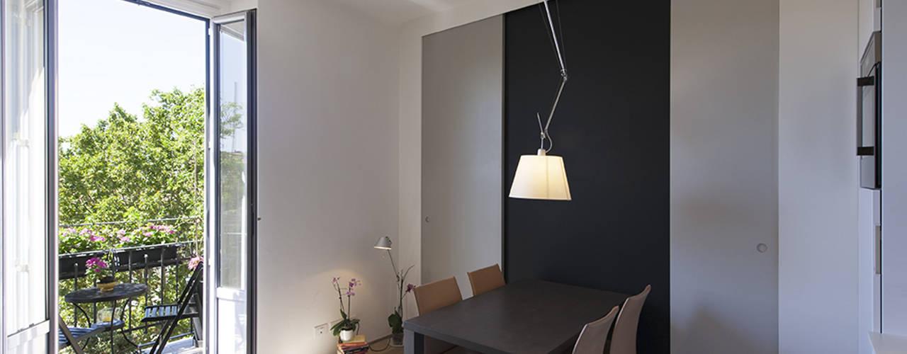 soggiorno: Soggiorno in stile  di Tommaso Giunchi Architect