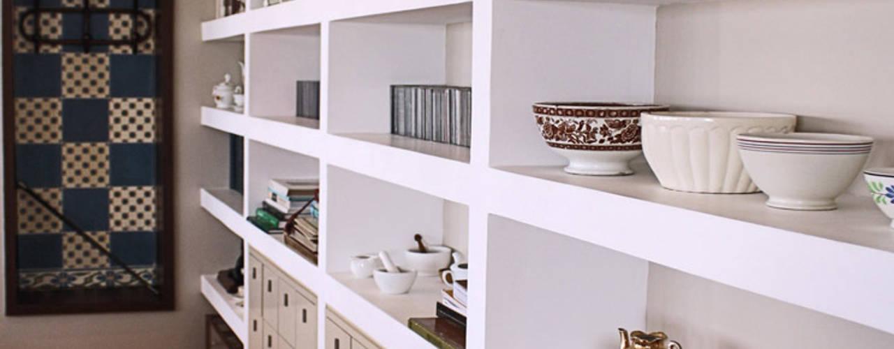 Living room by Graf Arquitetura & Interiores