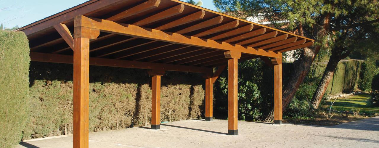 Garaje a un agua: Garajes abiertos de estilo  de Pergomadera Pérgolas y Porches de madera