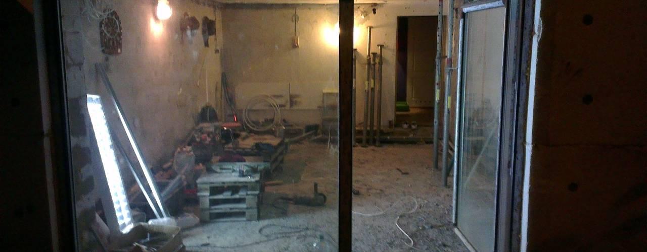 """Kuchnia w garażu - Jaworzno - Część zewnętrzna - kompletna realizacja """"od A do Z"""": styl , w kategorii  zaprojektowany przez Bednarski - Usługi Ogólnobudowlane,"""