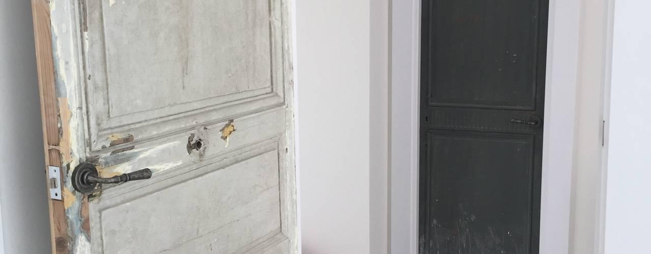 Ingresso, Corridoio & Scale in stile classico di La Californie Classico