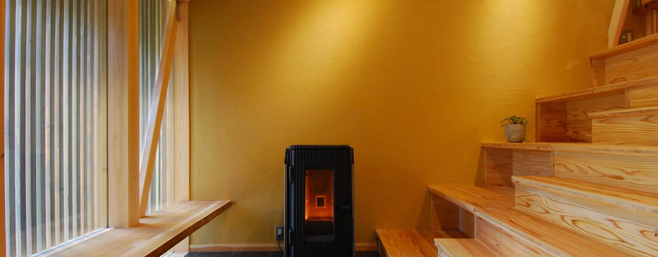 Коридор, прихожая и лестница в эклектичном стиле от 豊田空間デザイン室 一級建築士事務所 Эклектичный
