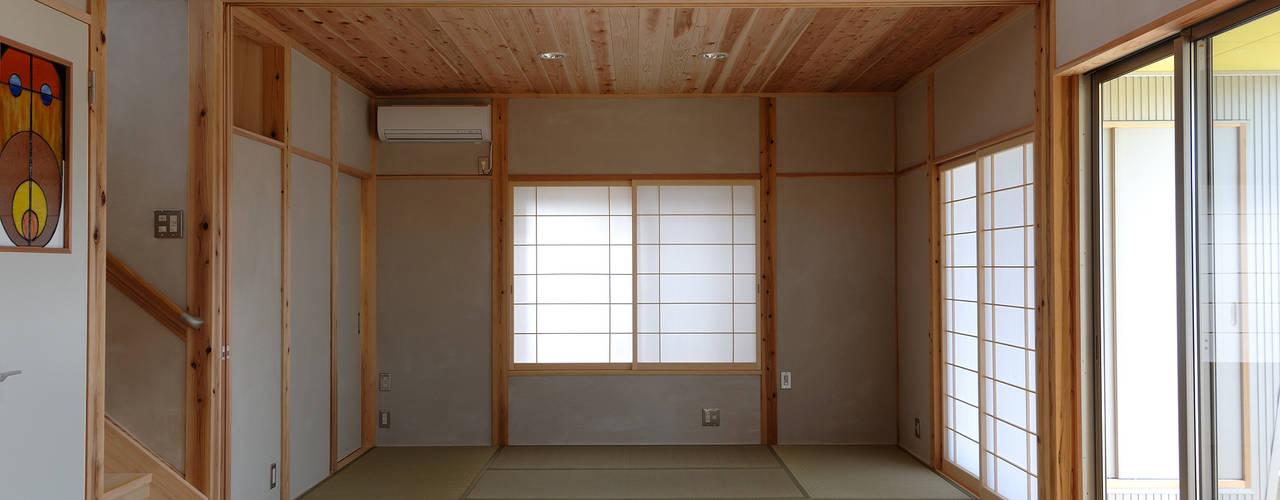 見晴らしの家Ⅱ オリジナルデザインの リビング の 氏原求建築設計工房 オリジナル