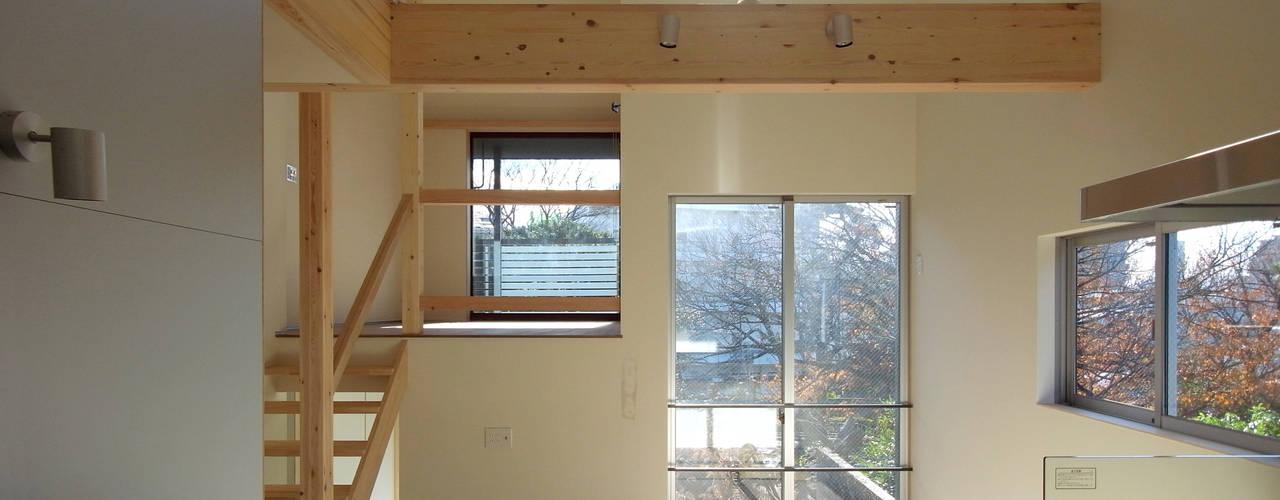 マドの家: 充総合計画 一級建築士事務所が手掛けたダイニングです。,モダン
