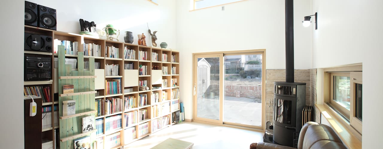 3대가 사는 집 용인 양지주택: 주택설계전문 디자인그룹 홈스타일토토의  거실,