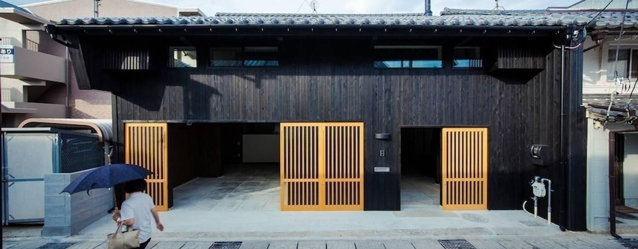 花しょうぶ通りの家(江戸後期の町家のリノベーション) 日本家屋・アジアの家 の タクタク/クニヤス建築設計 和風