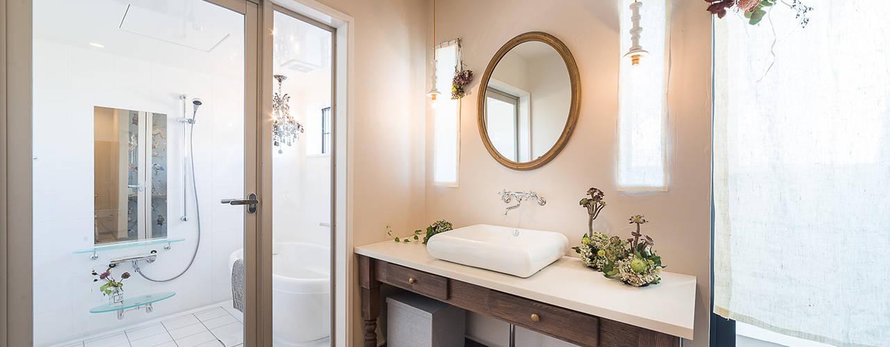 Coco-Lot 展示場: パパママハウス株式会社が手掛けた浴室です。,クラシック
