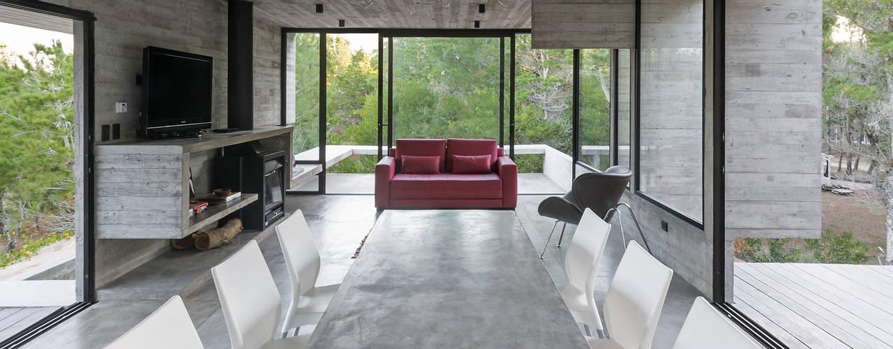 WEIN HOUSE Modern dining room by Besonías Almeida arquitectos Modern