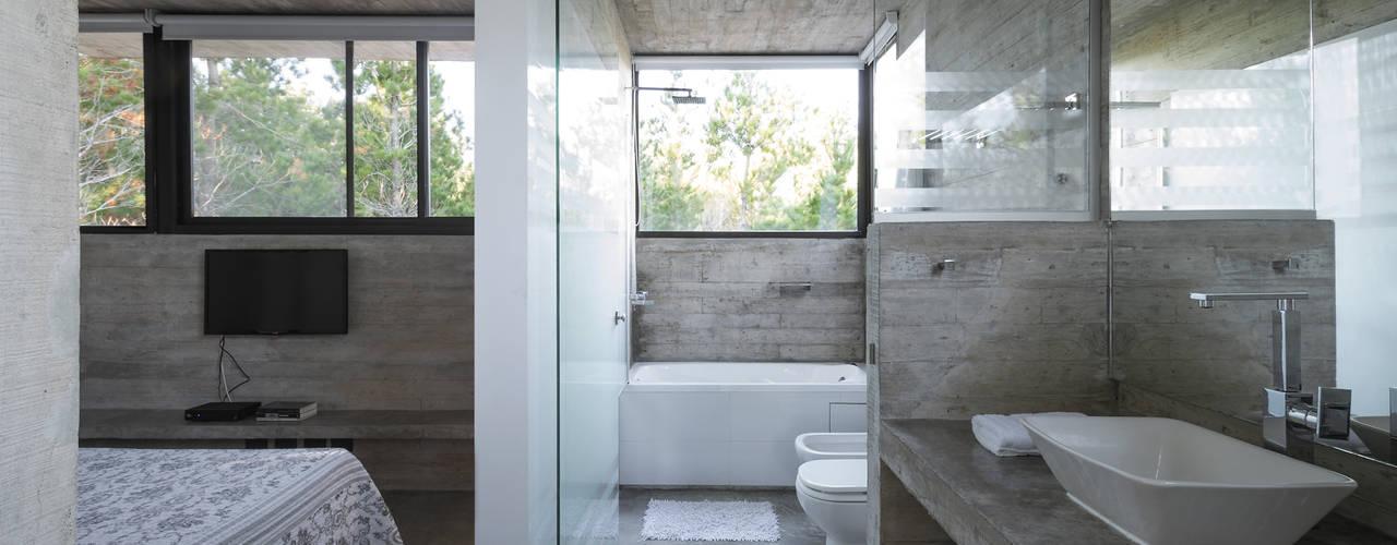WEIN HOUSE Kamar Mandi Modern Oleh Besonías Almeida arquitectos Modern