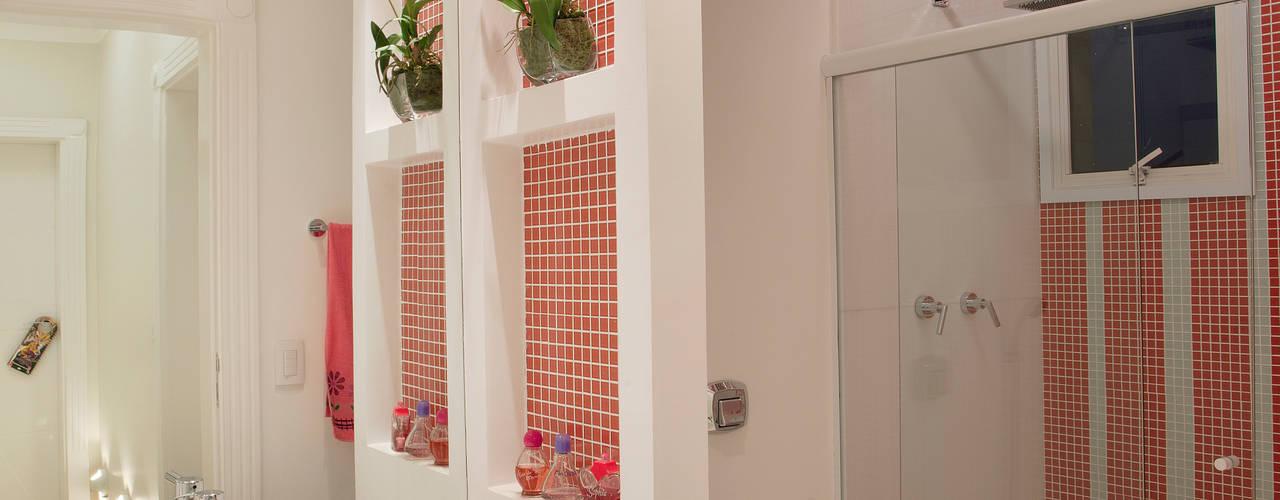 Apartamento Jatobá Banheiros modernos por Designer de Interiores e Paisagista Iara Kílaris Moderno