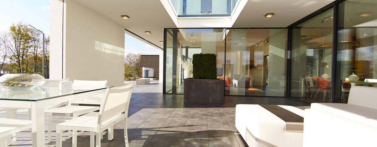 Hausentwurf Wuppertal:  Terrasse von OKAL Haus GmbH