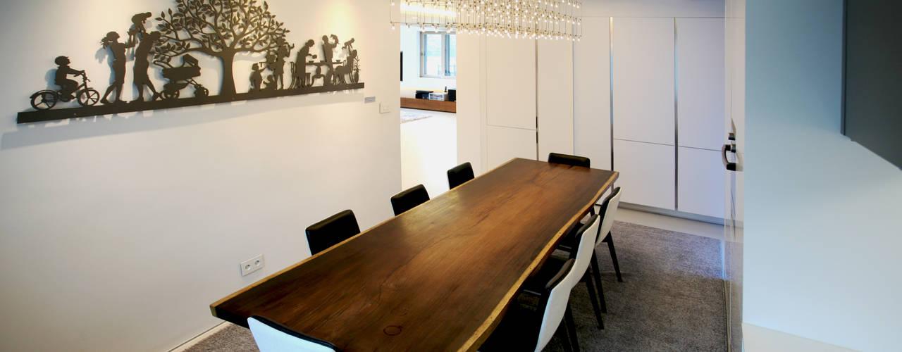 Ruang Makan oleh HBA-rchitects, Minimalis