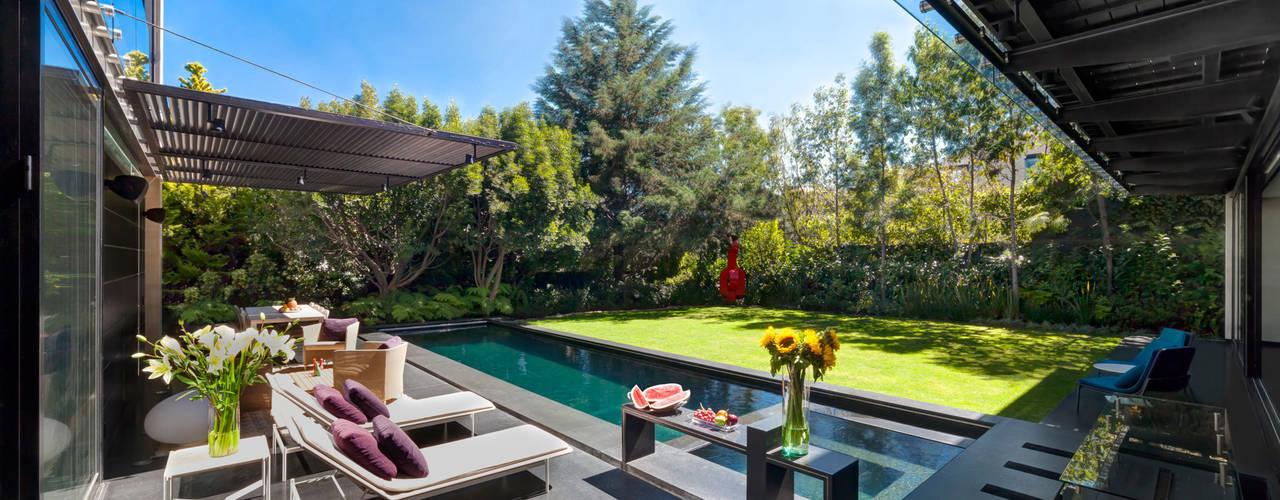 Balcones y terrazas de estilo minimalista de grupoarquitectura Minimalista