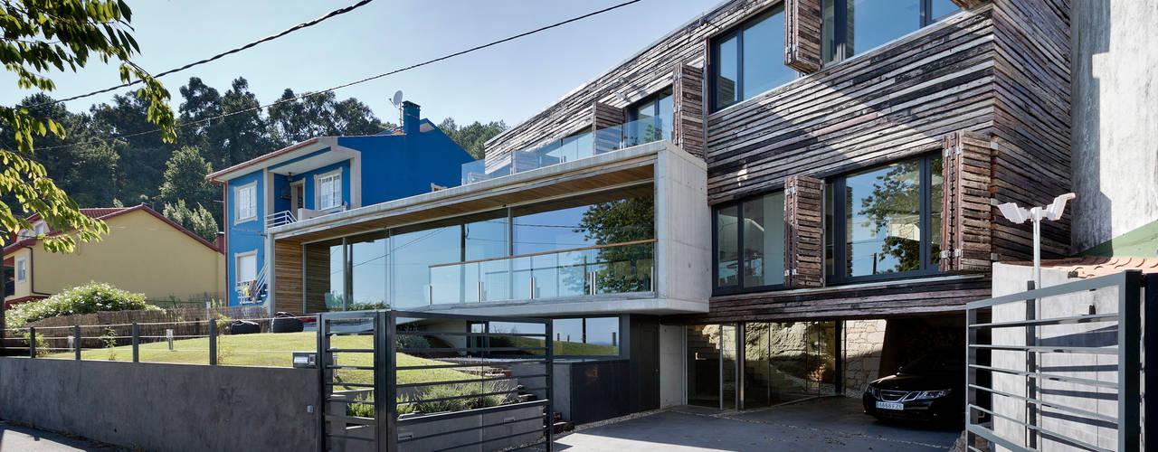 Dezanove House Casas modernas por Inaki Leite Design Ltd. Moderno