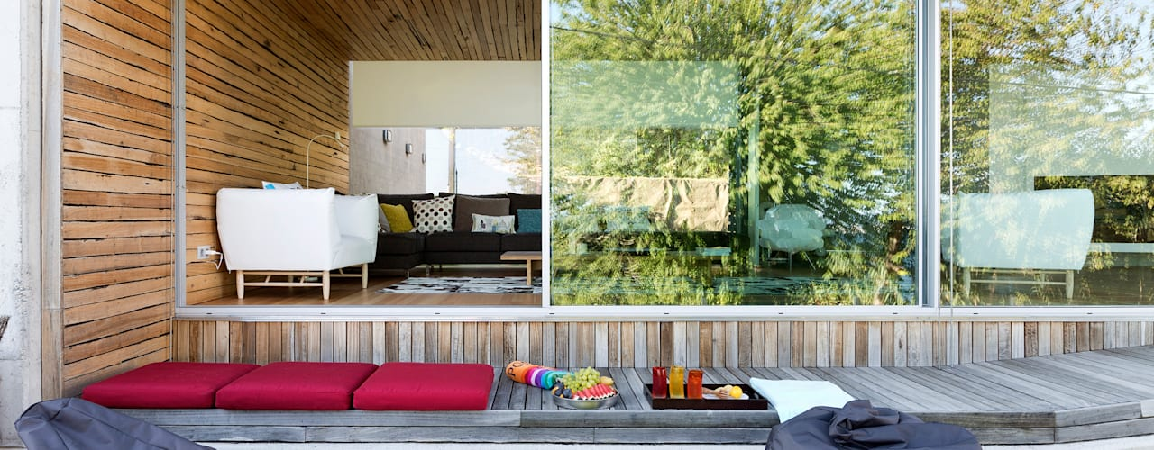 Dezanove House by inaki leite: Ventanas de estilo  de Your Architect London