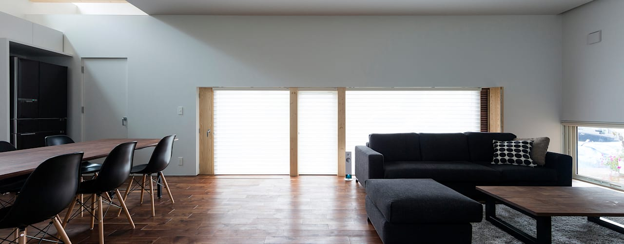 BOX + 庭 + BOX モダンデザインの リビング の 一級建築士事務所 Atelier Casa モダン