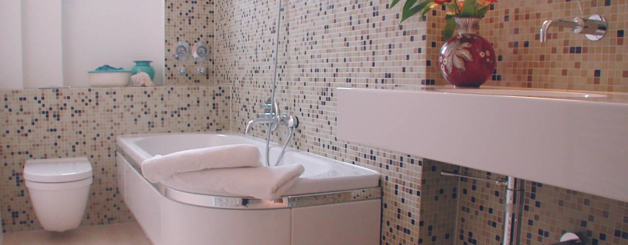 Badezimmer: Moderne Badezimmer Von Grau Design