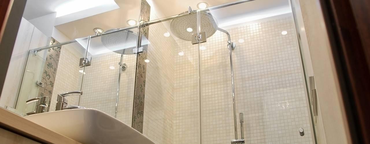 MIESZKANIE INSPIROWANE IMPRESIONIZMEM Nowoczesna łazienka od YNOX Architektura Wnętrz Nowoczesny