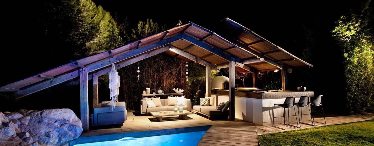 Albercas de jardín de estilo  por TG Studio