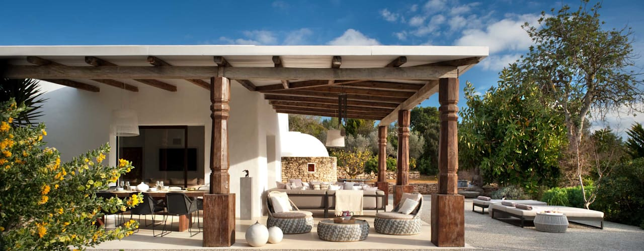 Ibiza House Mediterranean style balcony, veranda & terrace by TG Studio Mediterranean