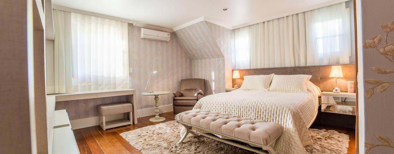 Dormitório Casal: Quartos  por Liana Salvadori Arquitetura e Interiores