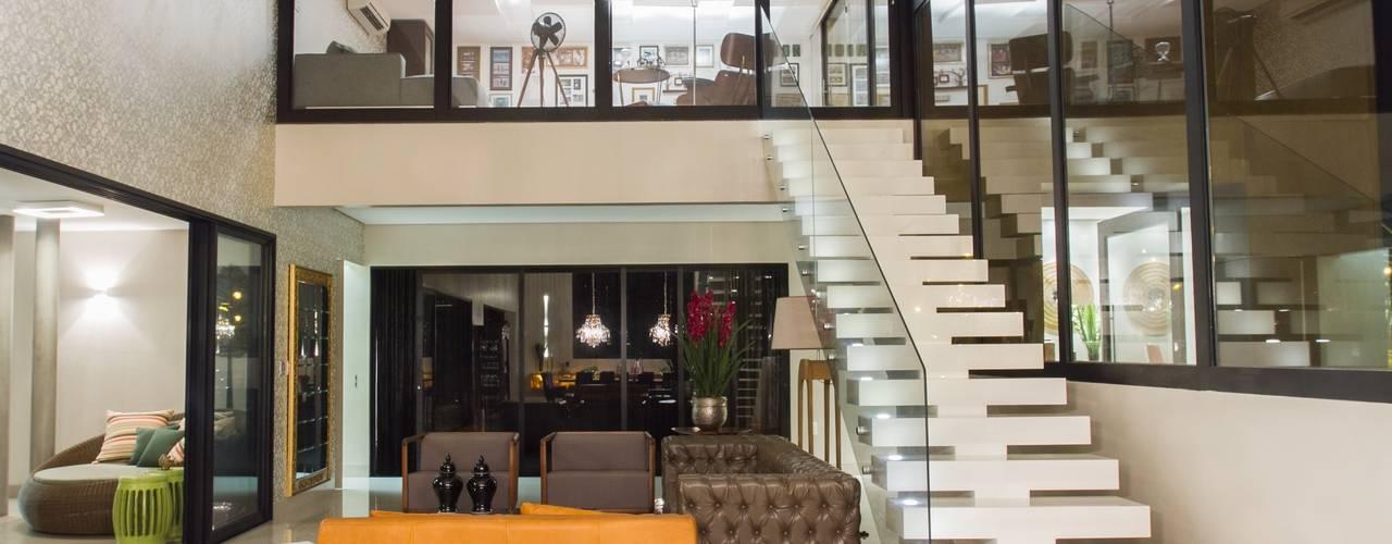 Pasillos, halls y escaleras minimalistas de RABAIOLI I FREITAS Minimalista