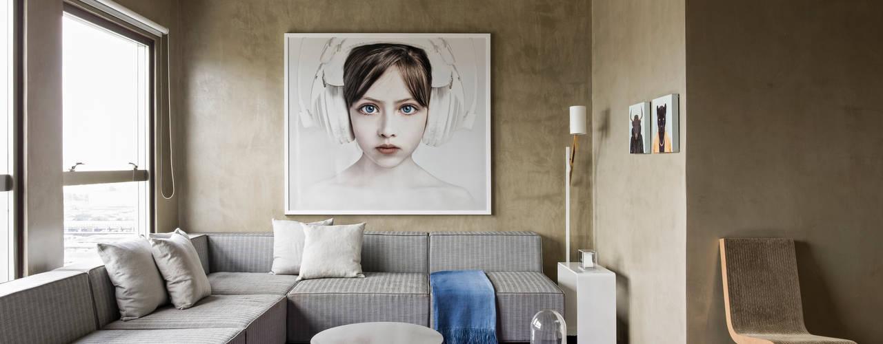 Salones de estilo moderno de DIEGO REVOLLO ARQUITETURA S/S LTDA. Moderno