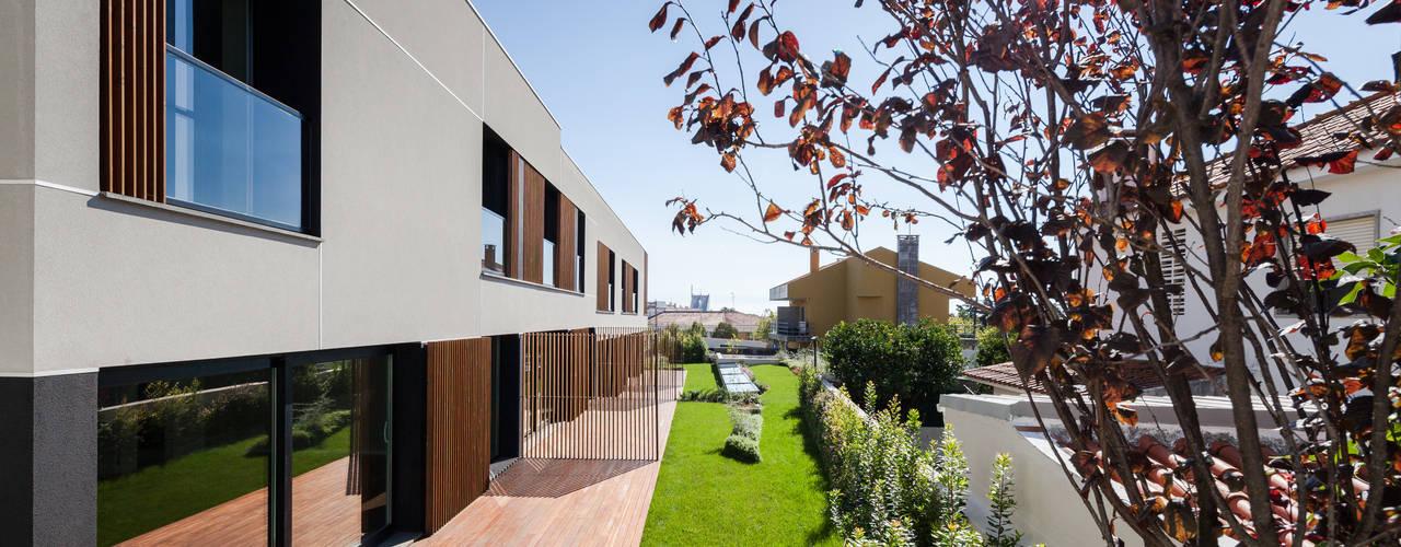 Moradias em banda, Queijas Estúdio Urbano Arquitectos Casas minimalistas