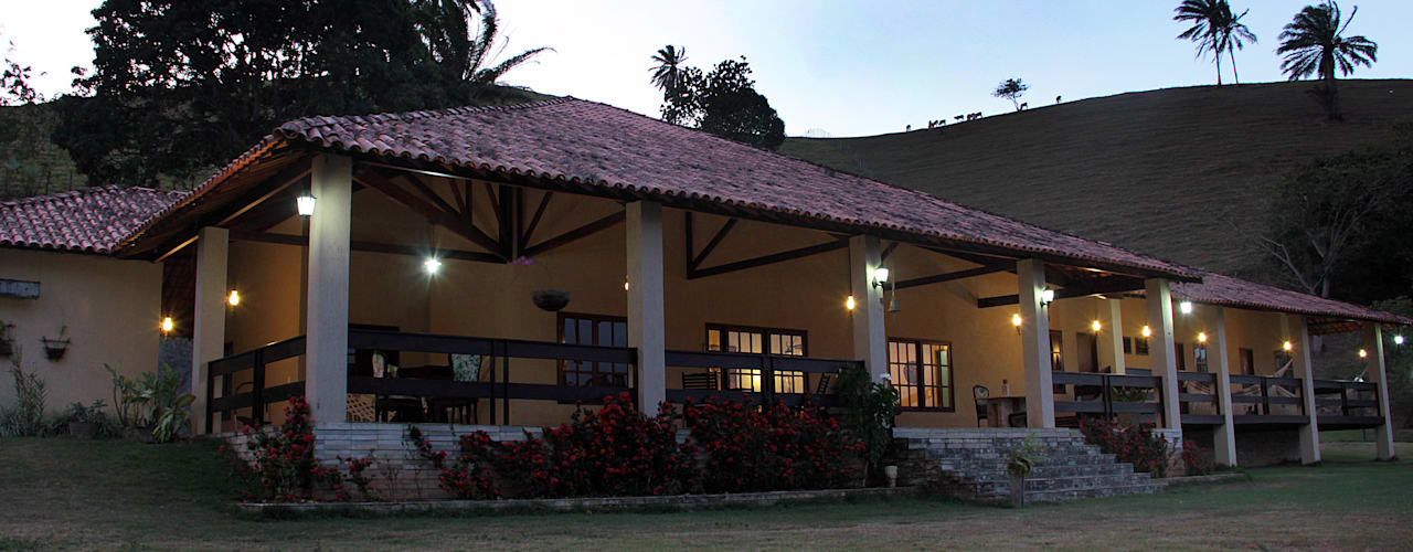 Nhà by Celia Beatriz Arquitetura