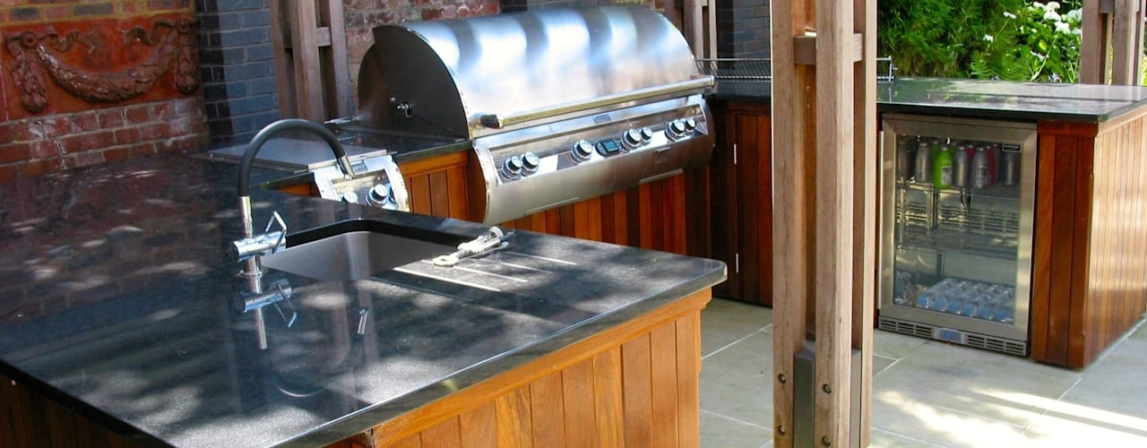 outdoor kitchen Classic style garden by wood-fired oven Classic