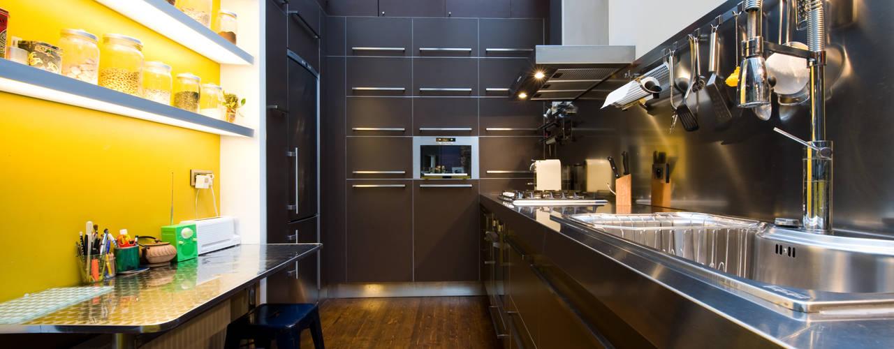 Industrial style kitchen by LA CUISINE DANS LE BAIN SK CONCEPT Industrial