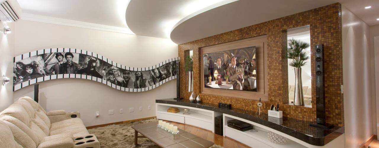 Nowoczesny pokój multimedialny od Arquiteto Aquiles Nícolas Kílaris Nowoczesny