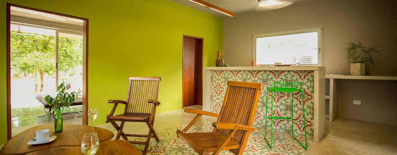 Living room by TACO Taller de Arquitectura Contextual
