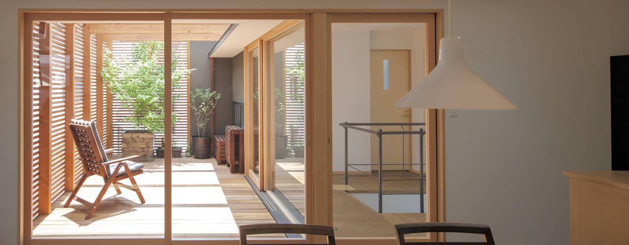 Salle à manger moderne par アトリエ・ブリコラージュ一級建築士事務所 Moderne