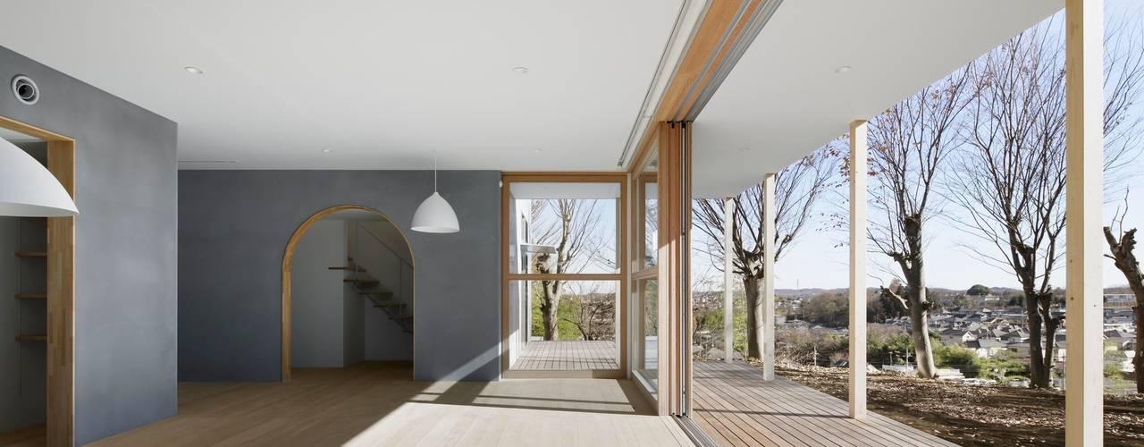 SHR house: sun tan architects studioが手掛けたテラス・ベランダです。