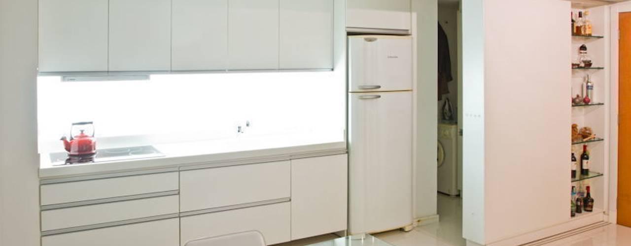 APP | Projeto de Interiores: Cozinhas  por Kali Arquitetura