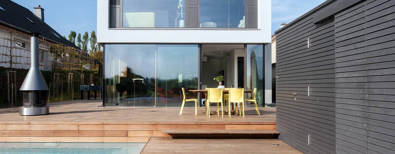 Passivhaus in Bertrange:  Terrasse von STEINMETZDEMEYER architectes urbanistes