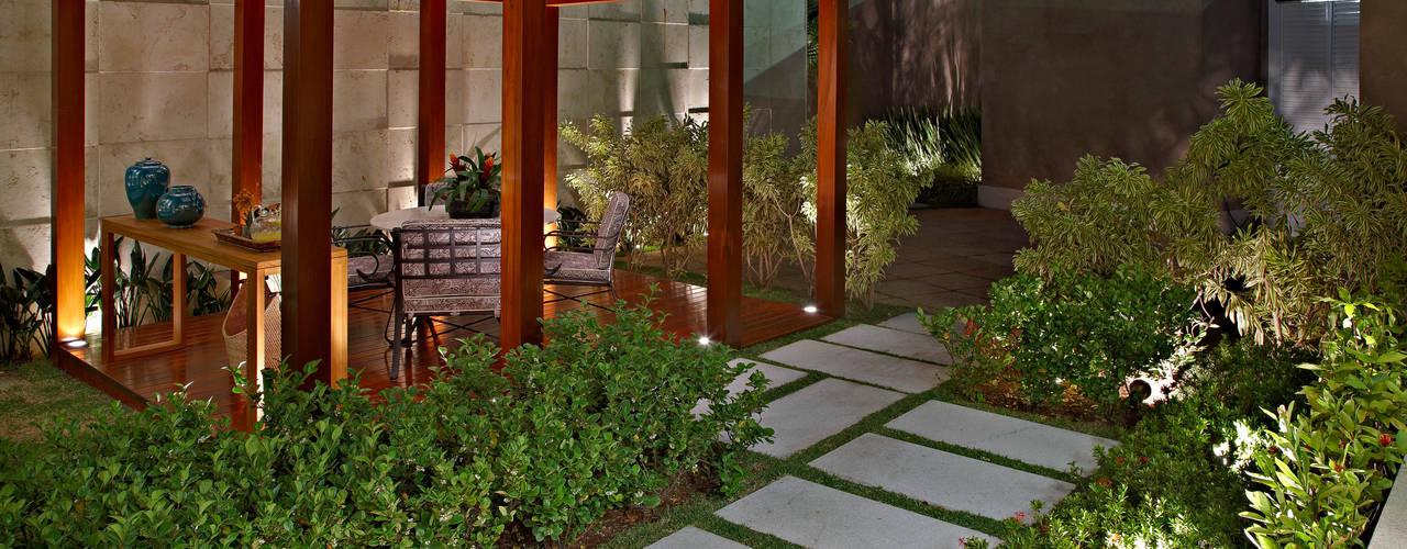 Jardines modernos: Ideas, imágenes y decoración de CP Paisagismo Moderno