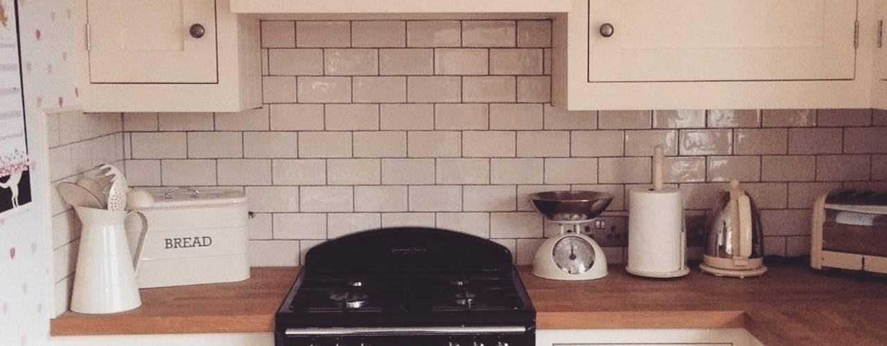Little Cream Kitchen Klasyczna kuchnia od Hallwood Furniture Klasyczny