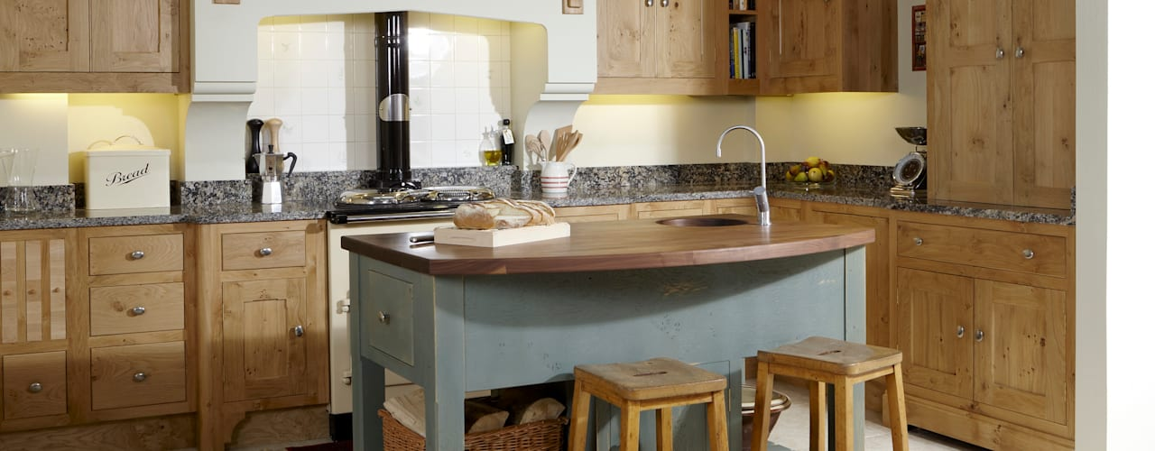 Character oak kitchen Cocinas de estilo rural de Churchwood Design Rural