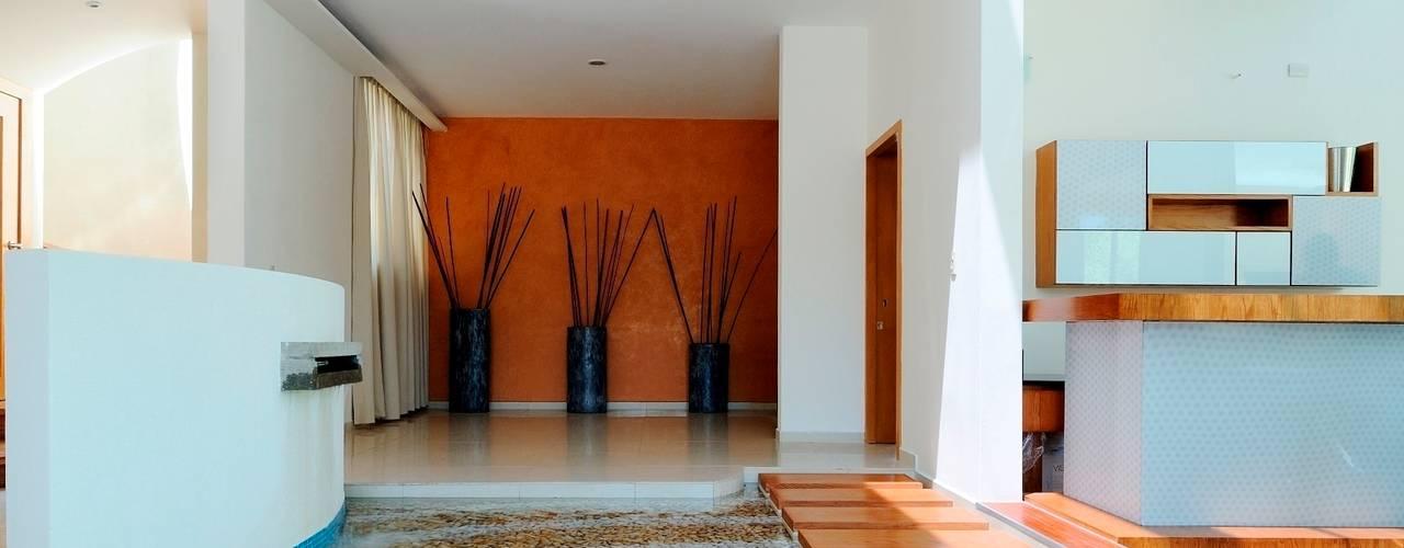 RESIDENCIA NUÑO Pasillos, vestíbulos y escaleras modernos de Excelencia en Diseño Moderno