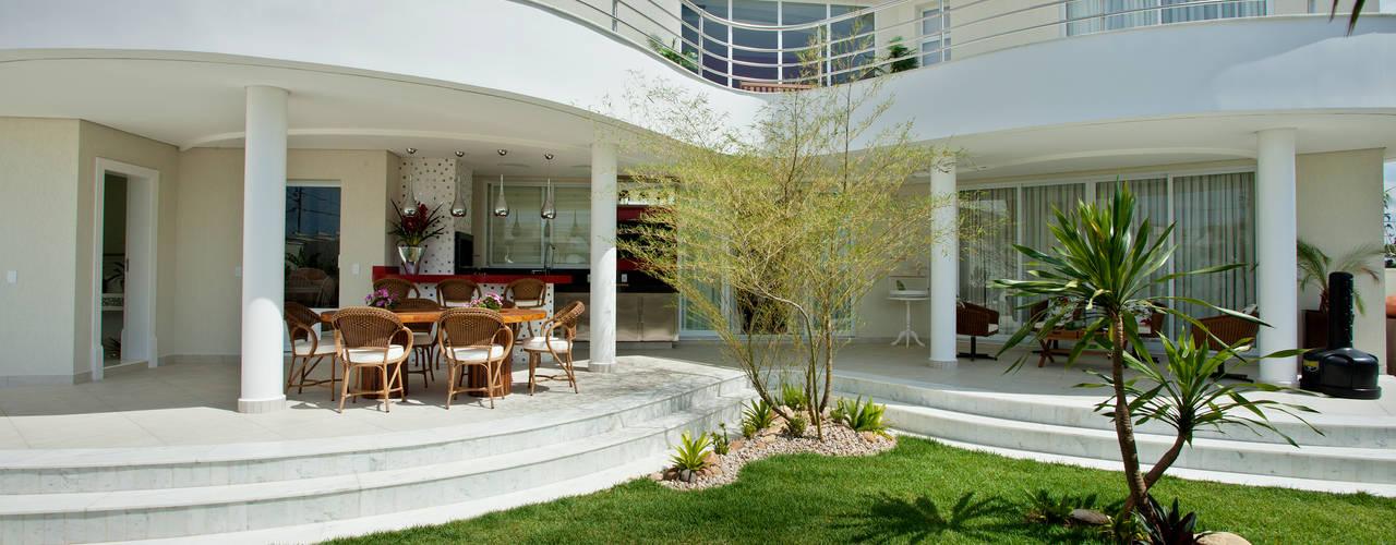 Casa Swiss Park Campinas II:   por Designer de Interiores e Paisagista Iara Kílaris