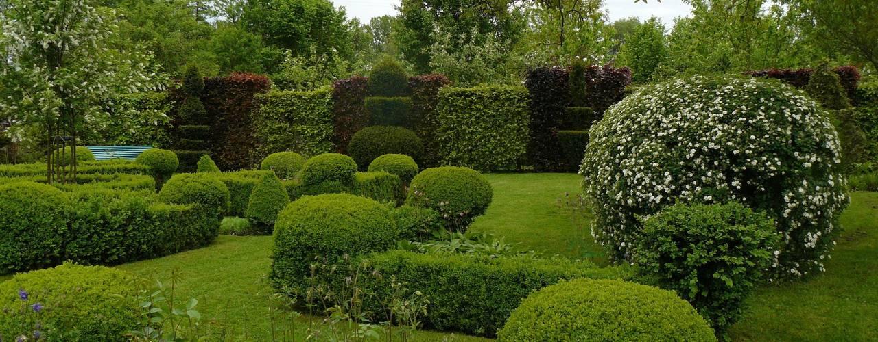 Jardin régulier, Jardins de la Ferme Bleue, Uttenhoffen, France:  de style  par Jardins de la Ferme Bleue sarl
