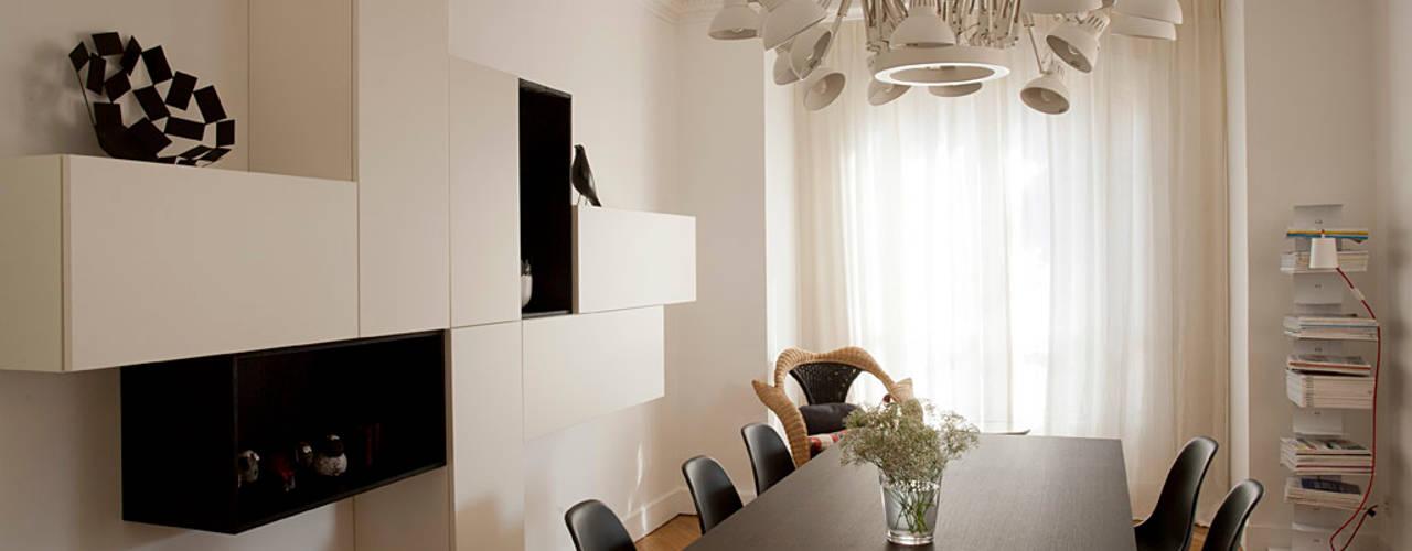 Haussmanien et Design : Salle à manger de style  par ATELIER FB, Minimaliste
