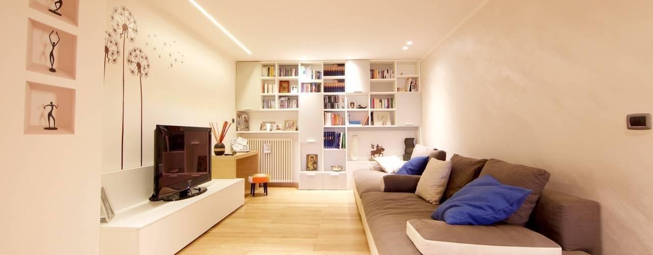 غرفة المعيشة تنفيذ Modularis Progettazione e Arredo,