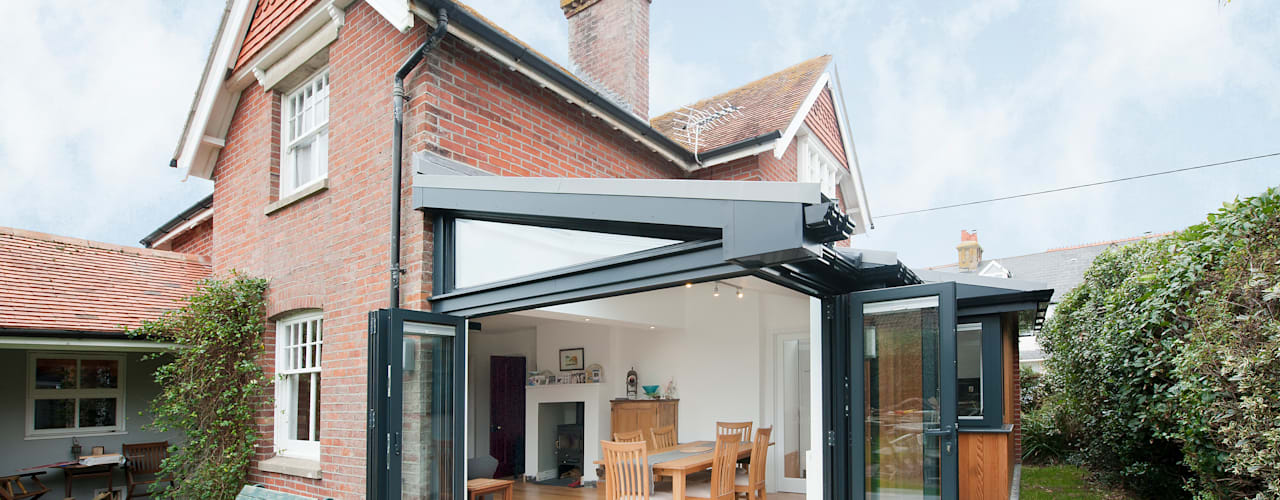 Bi Folding Door with Floating Corner Post Design:  Windows  by ROCOCO