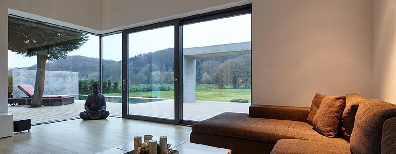 Moderne woonkamers van wirges-klein architekten Modern